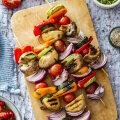 RETSEPTID | Liha ja šašlõki kõrvale: kuidas marineerida ja grillida köögivilju?