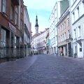 VIDEO | Tühjad poed ja tohutud allahindlused: kuidas läheb Tallinna vanalinna suveniiripoodidel?