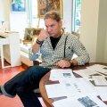 Mart Sander kinnitas, et polnud tema galerii kasutajakontoga ostetud ja hiljem muudetud maalidest teadlik ning ilmselt on nende taga mõni galerii assistent. Foto: Ilmar Saabas