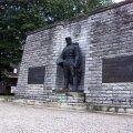Pronkssõdur seisis pikalt Tõnismäel, kuni see viidi Kaitseväe kalmistule.
