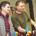 Moldova suursaadik Eestis Victor Guzun (paremal) ja Eesti moldaavlaste eestseisuse juhatuse liige Ion Braga avasid veinide esitluse saunaklubis