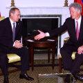 """Стенограмма переговоров США и России о гибели """"Курска"""": Клинтон выражает соболезнования, Путин говорит о своем рейтинге"""