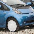 Saaremaal sattus elektriauto liiklusõnnetusse