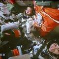 Hiina mehitatud kosmoselaev põkkus mooduliga manuaalselt