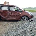 DELFI FOTOD: Tartumaal põrkas sõiduauto kokku veoautoga