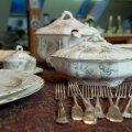 Restauraator Tiina Raali lauanõude kollektsiooni kuulub arvukalt esemeid.