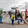 Eilne hommik: pärast mitut päeva tõsist pakkimist on kõik kolimiseks valmis ning parvlaev Wrangö viib perekond Prooveri Pranglile. Algab uus elu nii pere kui kogu saarerahva jaoks. Oma esimesele merereisile läheb ka hamster Täpik. Tort lõigatakse pidulikult lahti 1. septembril.