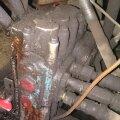 Lekkiv hüdrojagaja. Kui seade on veel sedapalju töökorras, et traktori haakeseadet tõsta ja hoida suudab, tasub leke parandada – siis töötab see jagaja veel aastaid.