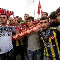 Türgi rahutused on ühendanud Istanbuli verivaenlastest jalgpallifännid