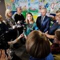 Liisa Oviir ajakirjanikele kommentaare jagamas