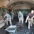 Briti liitlassõdurid korrastavad Patarei kindluse tulevast näituseala