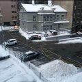 ФОТО | Почему парковка у Таллиннской горуправы образцово очищена от снега, а на улицах сугробы?