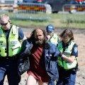 """VIDEO ja FOTOD   Puukaitsja Mati tuli remmelga """"haua"""" juurde tagasi, politsei viis ta taas ära"""