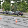 DELFI FOTOD: Tammsaare teel vastu posti sõitnud BMW põhjustas liiklusummikuid