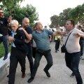 VIDEO | Kreeka meer sai vihase rahvahulga käest vastu vahtimist
