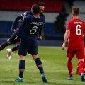 Neymar ja Leandro Paredes juubeldavad Joshua Kimmichi nina all.