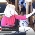 ВИДЕО: Рийна Сиккут показала Марту Хельме средний палец. И пояснила его значение