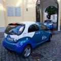 Elektriautod Stenbocki maja hoovis