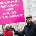 Varro Vooglaid kooseluseaduse vastasel meeleavaldusel
