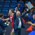 Avo Keel rõõmustamas Läti võidu järel.