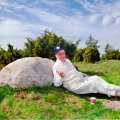 MUHE PRESIDENT Lennart Meri armastas tihti oma hiiglaslikul krundil seigelda ja hooti kivile toetudes puhkehetki nautida.
