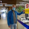 Rakvere haiglas on kaks koroonaosakonda, kus ruumi 35 patsiendile, selgitab haigla juht Ain Suurkaev. Tegelikult oli meie intervjuu ajal sees 38 haiget, mis tähendab personalile lisakoormust.