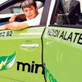 Teenuse sissetöötamiseks valiti elektriautode asemel siiski hübriidid. Roolib Minirendi juhatuse liige Aivo Olev.