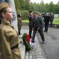 FOTOD: Pronkssõduri juures tähistati nõukogude vägede Tallinnasse sisenemise aastapäeva