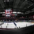 Kanada ja Kasahstani koondised Arena Riga tühjade tribüünide ees.
