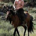 OHT IDAST? Venemaa peaminister Vladimir Putin demonstreerib oma ürgmehelikku jõudu. Afp