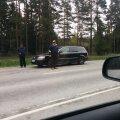 Liiklust segavad kaubitsejad Viljandi maanteel