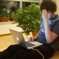 Kodukontoris töötamine toob kaasa üllatavaid hädasid. Selg ja sabakoht valutavad ning diivanilt sülearvuti tagant tõustes on jalad kanged.