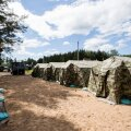 FOTOD | Leedus paigutati 73 Valgevenest saabunud migranti telklinnakusse