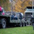 Isadepäeva puhul toimus lauluväljakul militaarne perepäev