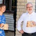 ФОТО | Президенты Эстонии и Латвии попробовали на Сааремаа местного пива