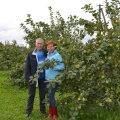 Meelis ja Piia Tiigemäe peavad aiandustalu, kus nende lemmikuks on õunad.