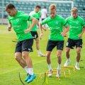 FC Flora mängijad andsid esmaspäevasel treeningul veel euromänguks viimase lihvi. Rünnakul loodetakse loomulikult taaskord Rauno Sappinenile (esiplaanil).