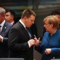 Jüri Ratas ja Saksa kantsler Angela Merkel arutavad Brexitit, vasakul Tšehhi peaminister Andrej Babiš