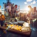 Есть ли рестораны, которые игнорируют органичения и пускают посетителей внутрь? По словам изучавшего этот вопрос таллиннца — достаточно!