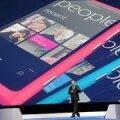 Nokia pealik Srephen Elop uut Lumiat esitlemas. Foto Paul Hackett, Reuters