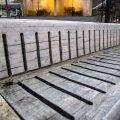 ФОТО | Столичные власти никак не приведут в порядок скамейки в парке Таммсааре