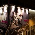 ФОТО | Смотрите, что случилось с плакатами на фасадах Viru Keskus. И причем здесь Томми Кэш и Maison Margiela?