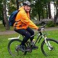 HEATEGIJA RATASTEL: Möödunud pühapäevast tuuritab Indrek jalgrattal ümber Eesti, et edastada sõnumit: puue pole takistus. Vallo Kruuser