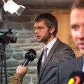 Eile pärast valitsuse pressikonverentsi andsid SDE juht Jevgeni Ossinovski ja IRL-i esimees Margus Tsahkna intervjuusid eraldi, kuid mahtusid veel ühele pildile.