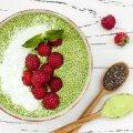 Miks mitte kasutada mitut supertoitu korraga? Orasepulber ja chia seemned hommikujogurtis.