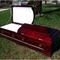Anrein OÜ valmistatud sarkofaag lepapuidust.