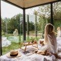 Ööd-peegelmaja ja Iglucrafti saun moodustavad sügiseses looduses ideaalse koosluse. Fotod: @irina_tallinn_travel