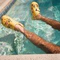 Crocsid ei vaju veepõhja. Fotol Justin Bieberi kollased Crocsid ja kaheksa erilist jibbitz'it. Seda kollektsiooni müüakse limiteeritud kogustes.