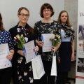 Vasakult Merily Šmidt (II koht), Svea Tarkin (I koht), Liina Kahu (III koht), Ann Siiman (žürii esimees), Sirje Ginter (Tartu Hansa Rotary Klubi president).
