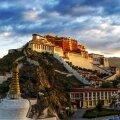 KLOOSTER-MUUSEUM: Dalai-laamade residentsiks ehitatud Potala palee Lhasas.